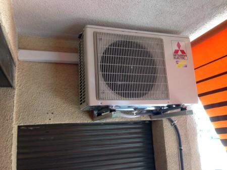 El aire acondicionado no tira agua al exterior